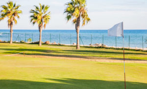 club de golf terramar campo vistas al mar y bandera