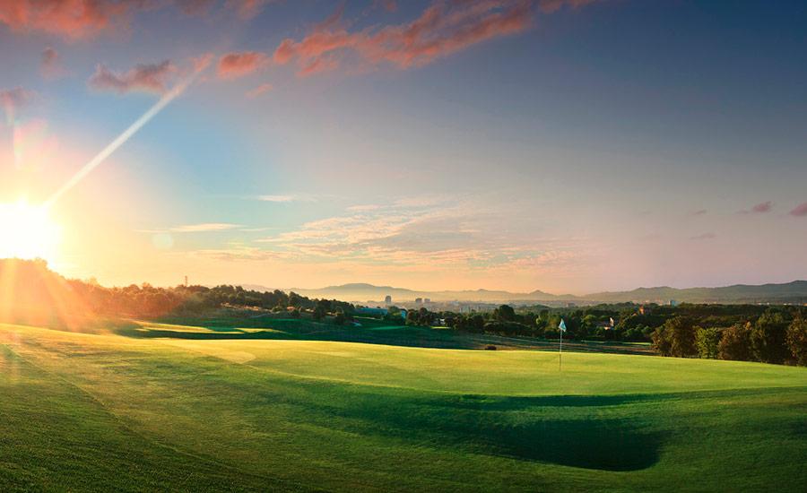 golf en barcelona real club de golf el prat atardecer