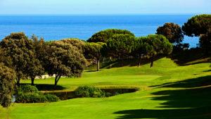 campo de golf llavaneras vista arboles y mar mediterraneo