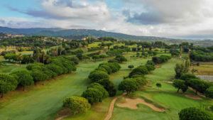 campo de golf llavaneras vista aerea bunkers y arboles