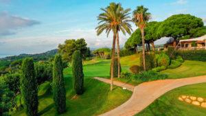 campo de golf llavaneras palmeras y casa club