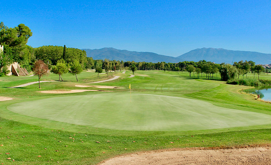 golf en barcelona club de golf la roca hoyo 17