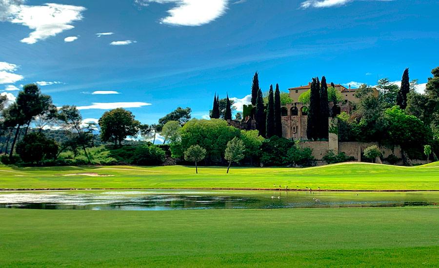 golf en barcelona club de golf la roca lago manso villalba