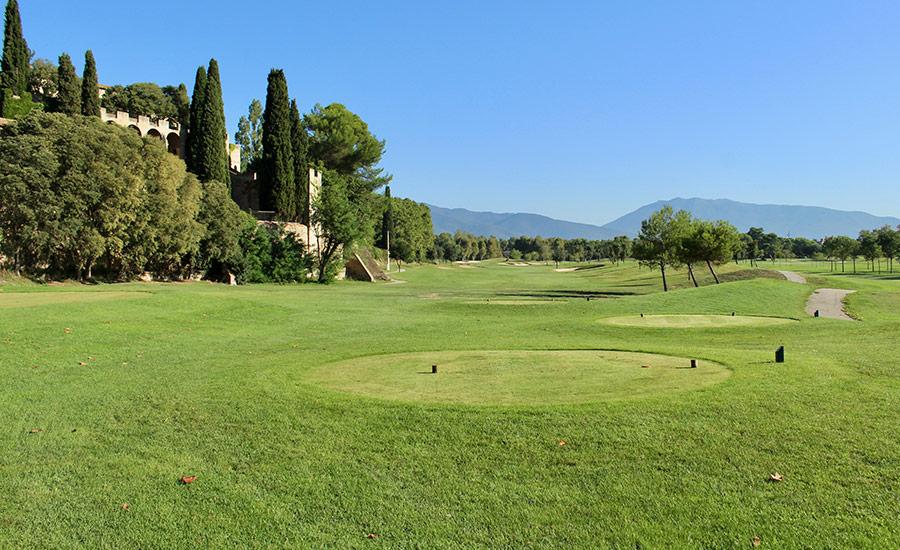 golf en barcelona club de golf la roca vistas a montaña y manso villalba