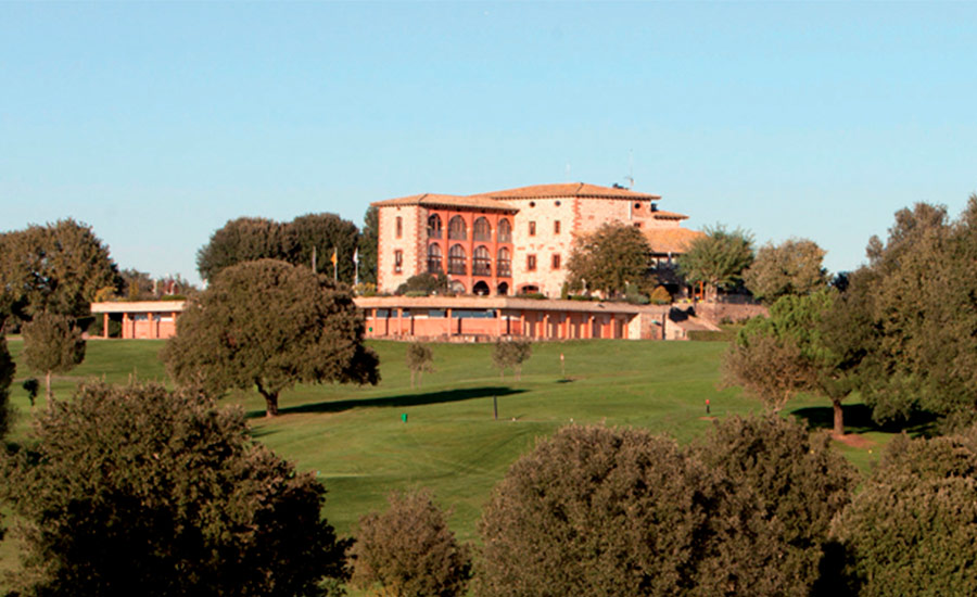golf en barcelona club de golf montanya casa club y bosque
