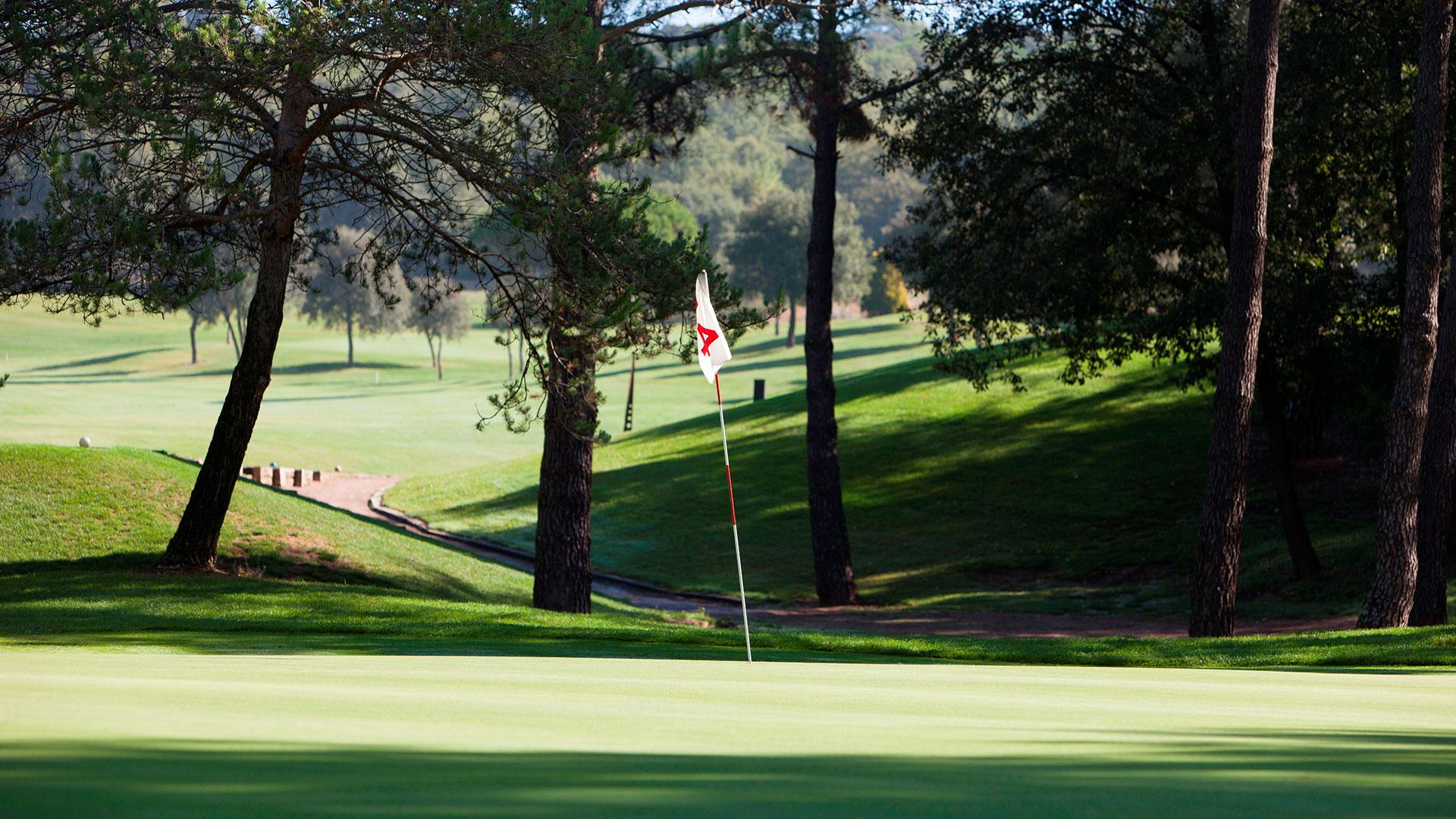 campo de golf montanya bandera