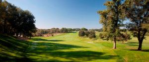 campo de golf montanya bandera roja
