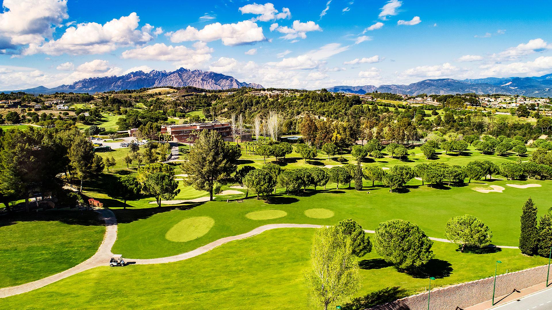 campo de golf barcelona vistas al campo casa club y montaña de montserrat