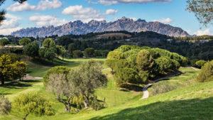 campo de golf barcelona vistas montaña montserrat