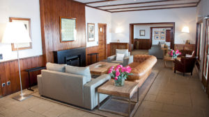 club de golf llavaneras interior sala casa club