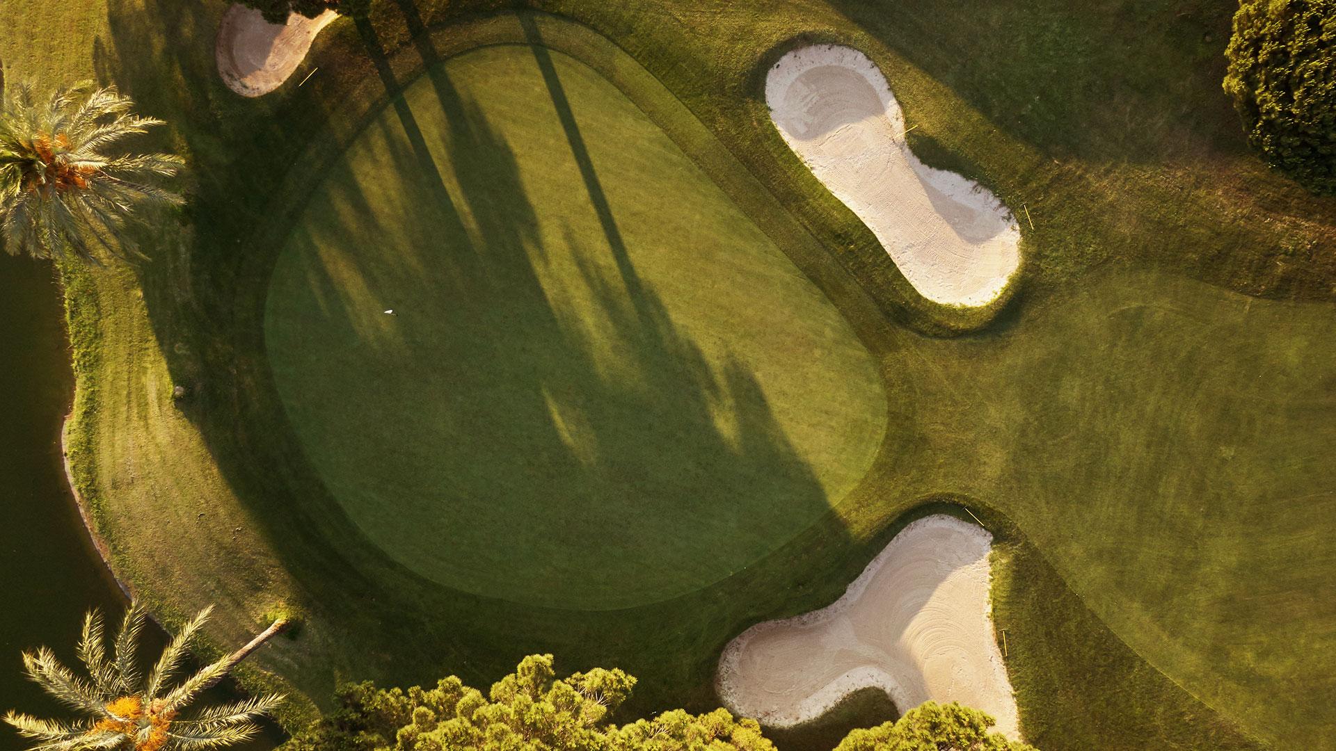 campo de golf llavaneras vista zenital bunker