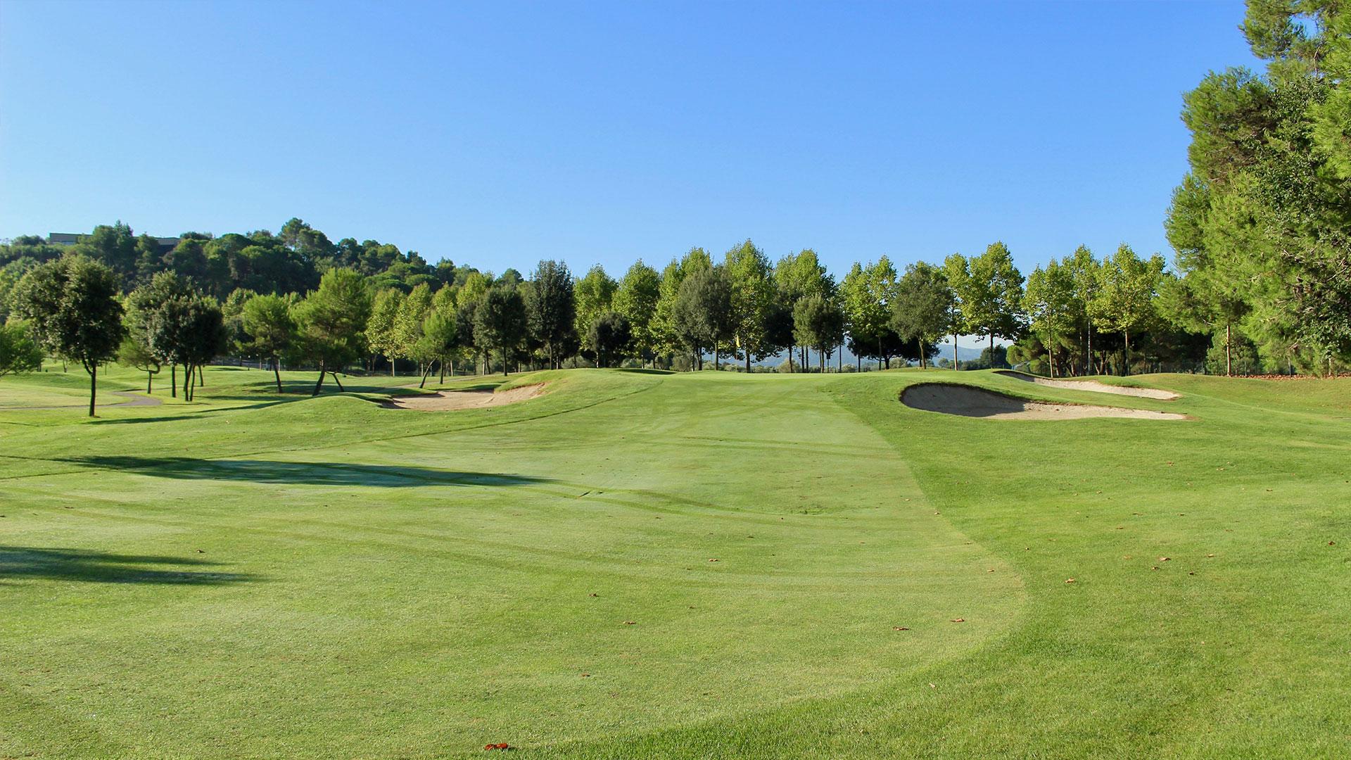 campo de golf la roca arboles y bunkers