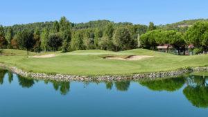 campo de golf la roca lago y bunkers